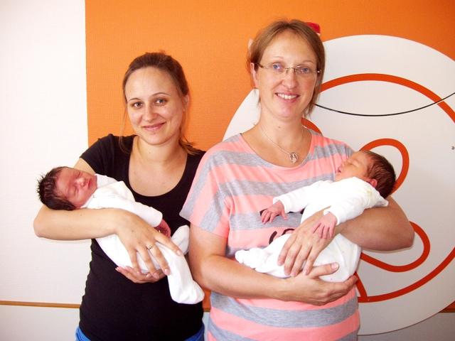 Neun Neugeborene