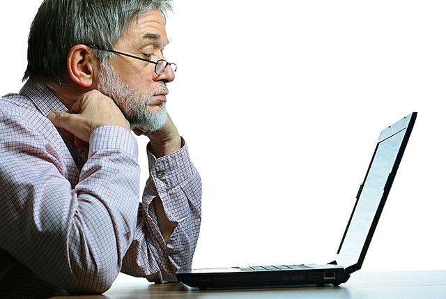 Mann mit Computerproblemen
