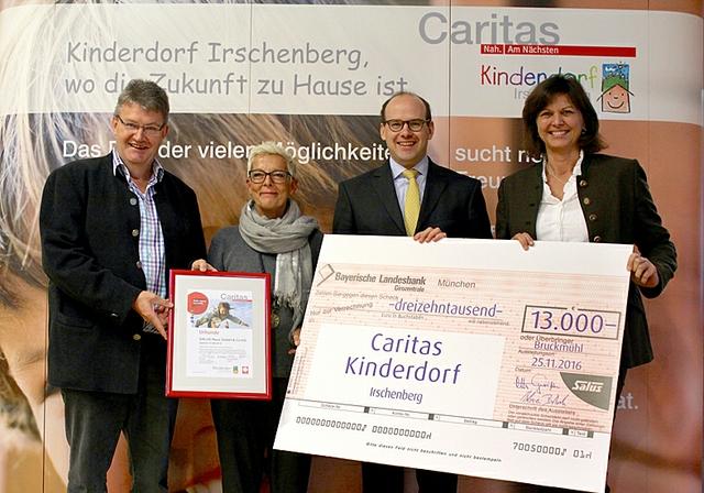 Bruckmuehler beschenken Caritas Kinderdorf Irschenberg.JPG