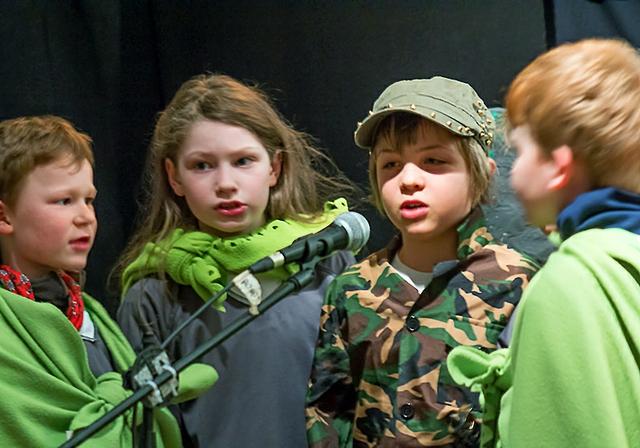Montessori Schule Niederseeon Musical Der große Bogen.JPG