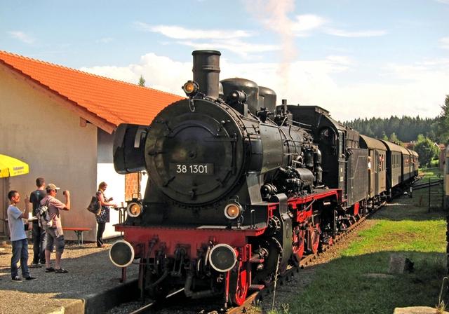 Feiertagsfahrten der Lokalbahn LEO.JPG