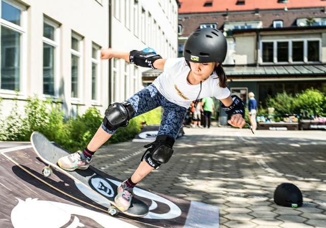 Girls skate jam.JPG