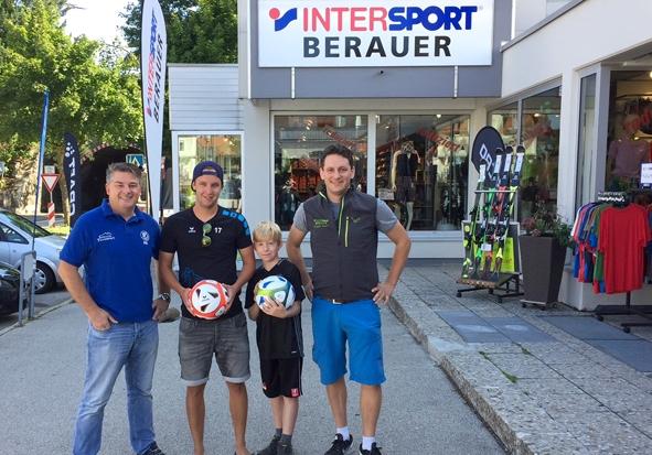 Aktive Foechinger Sportfreunde bei der 1111 Jahr Feier.jpg