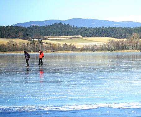 Wintervergnügen auf dem Eis