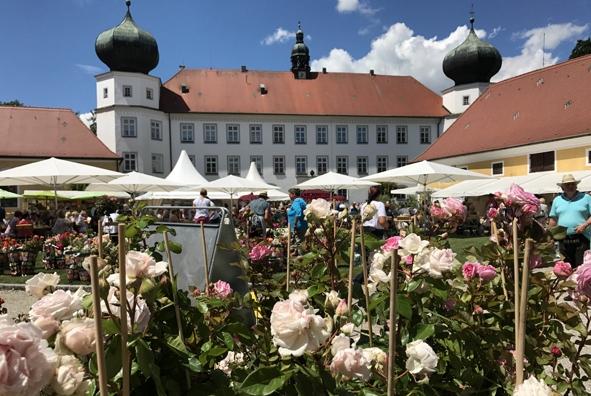 Gartentage auf Schloss Tuessling.jpg