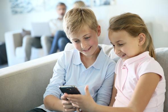 Handy Smartphone Medien Kinder.jpg