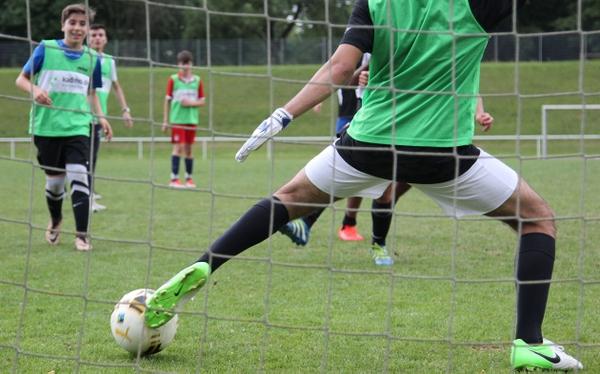 KJR-Fußballcup_Torschuss_300dpi.jpg