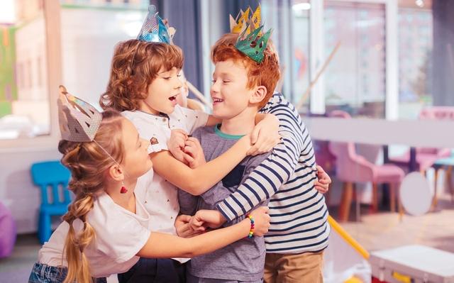 Kinder feiern.jpg