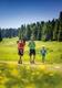 Familie beim Wandern in der Steiermark im Sommer