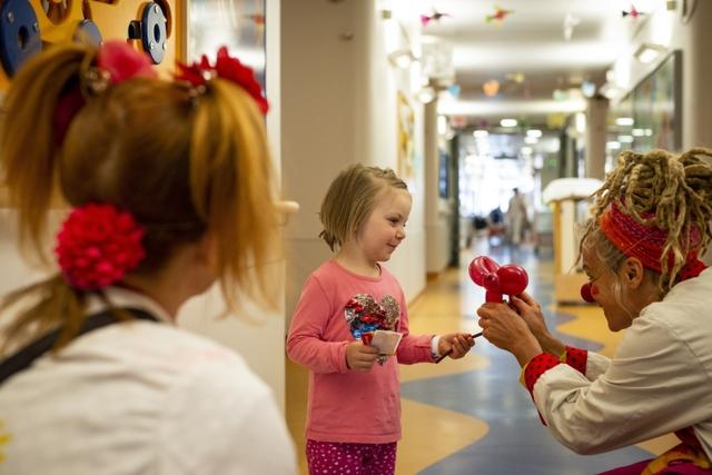 KlinikClowns bei Kindern_weltkindertag_sep.jpg